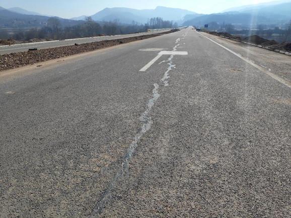 U Koridorima Srbije kažu da su se pukotine pojavile na deonici u dužini od 150 metara