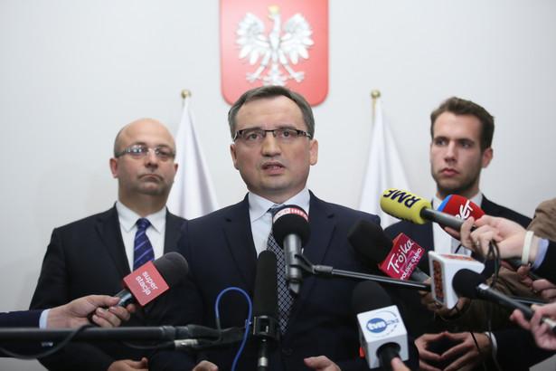 Minister sprawiedliwości, prokurator generalny Zbigniew Ziobro, podsekretarz stanu w Ministerstwie Sprawiedliwości Łukasz Piebiak oraz rzecznik ministra sprawiedliwości Jan Kanthak