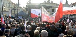 Co mówiono w tłumie pod Pałacem Prezydenckim?