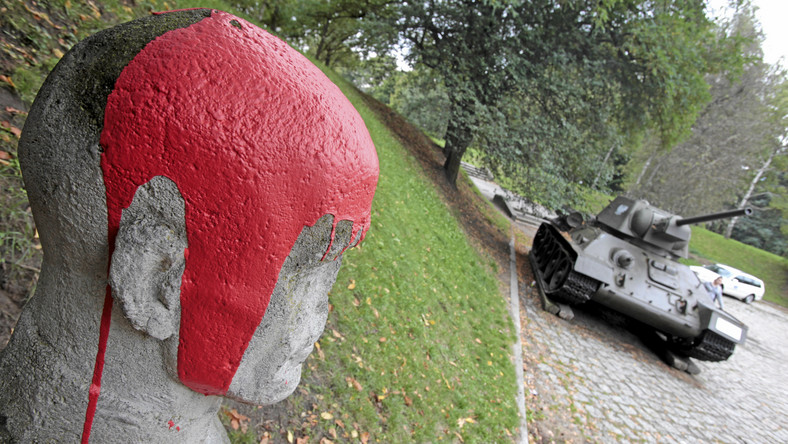 Zniszczenia zauważył jeden z mieszkańców Poznania, który w poniedziałek rano szedł do pracy przez park na Cytadeli - donosi gazeta.pl