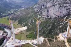 """""""NEBU POD OBLAKE"""" Most koji se gradi u Crnoj Gori biće najveći u bivšoj Jugi, a od pogleda na njega ZAVRTEĆE VAM SE U GLAVI (VIDEO)"""