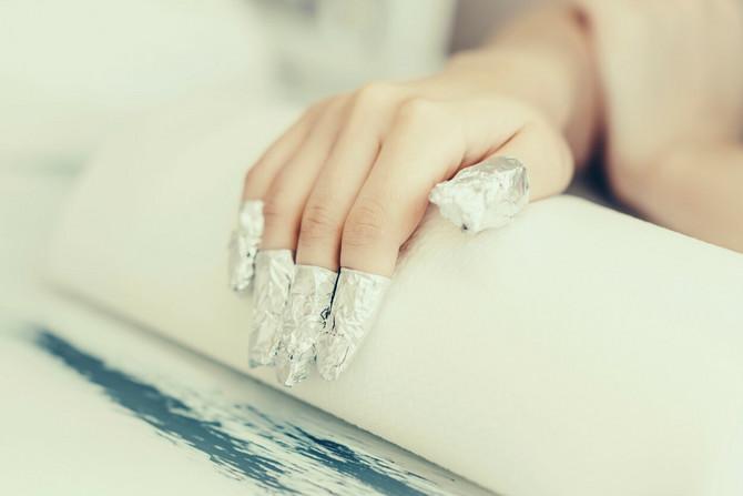 Evo kako sami da skinete gel lak sa noktiju