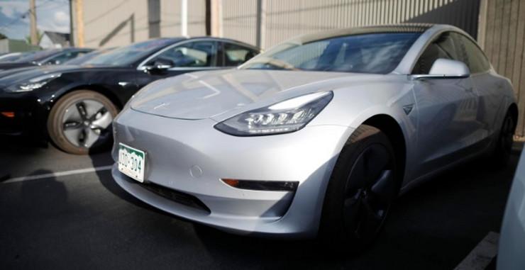 Tesla model 3 s