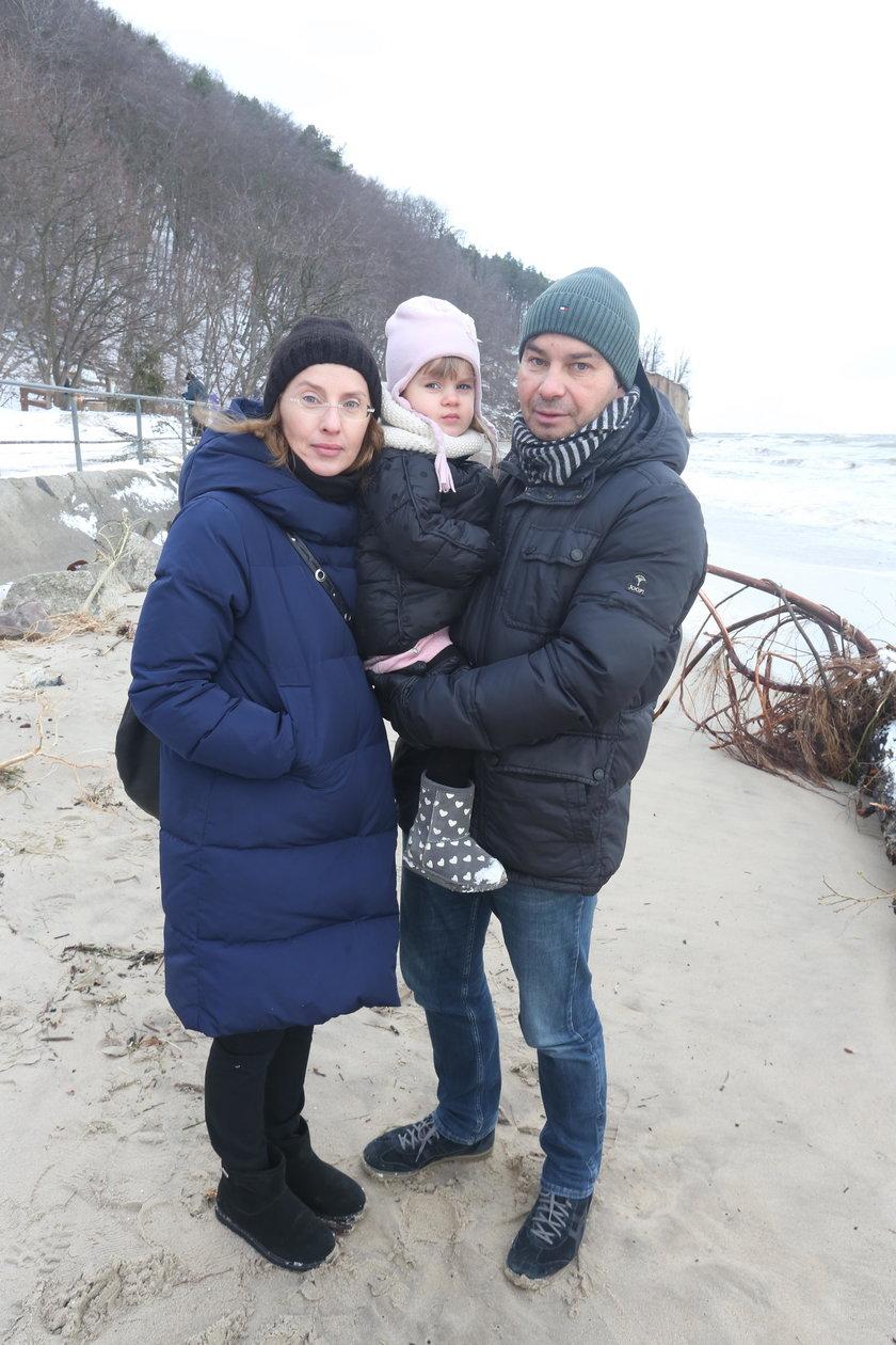 Joanna (40 l.) i Michał (40 l.) Kowalewscy z córką Lusią (2,5 r.)
