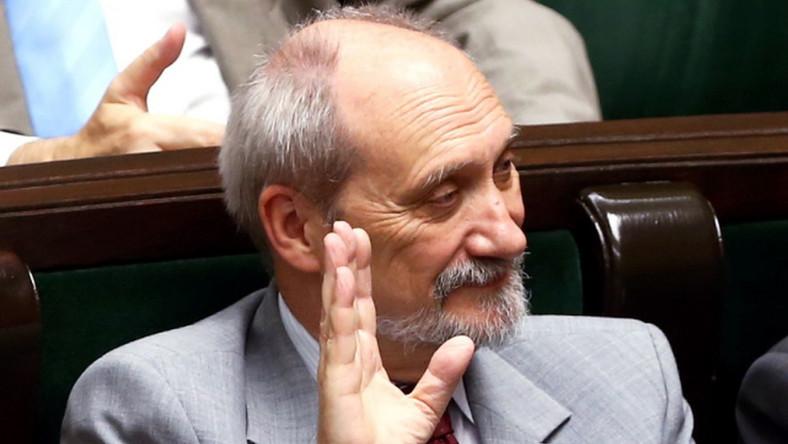 """Macierewicz ma swoją teorię. """"Walka o wpływy rosyjskie w Polsce"""""""