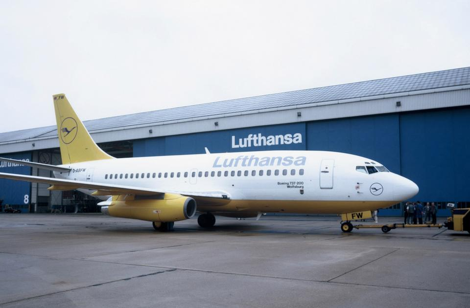 Boeing 737-200 w żółtym malowaniu według wytycznych szwajcarskich projektantów. Po krótkiej fazie testów Lufthansa z niego zrezygnowała.