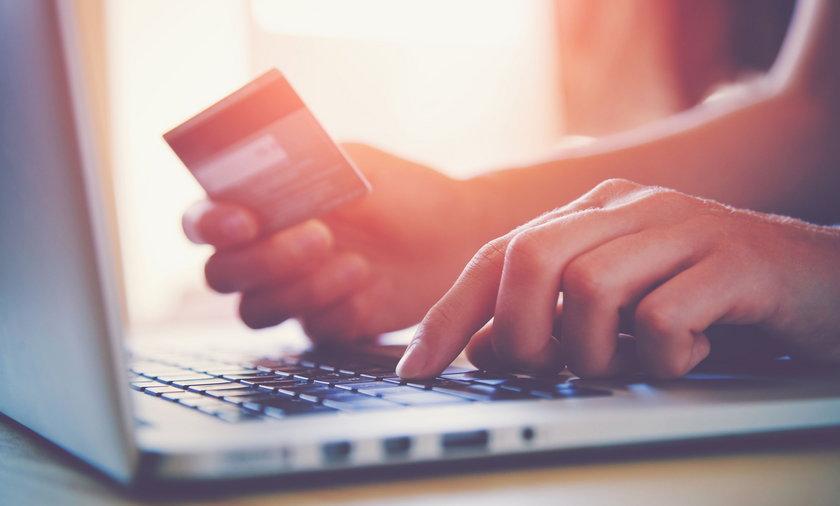 Zakupy przez internet są łatwe i przyjemne, ale nie zawsze bezpieczne.