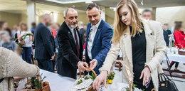 Andrzej Duda z córką w kościele. Ale Kinga wygląda!