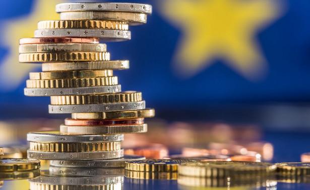 Pieniądze i flaga UE