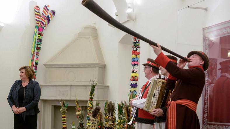 Do Pałacu Prezydenckiego przyjechały palmy wielkanocne z całej Polski. Wśród nich są palmy m.in. z Warmii i Mazur, z Podlasia, Podhala, Beskidu Żywieckiego, Kurpiów czy Małopolski.