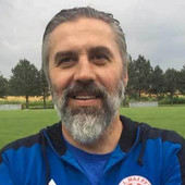 Život mu je postao agonija, ali nije zaboravljen! Ovo je PRAVO LICE DERBIJA: Fudbaleri Partizana i Zvezde na teren izlaze u majicama sa likom bivšeg igrača crno-belih!