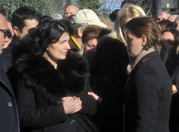 Milena Ivanović, supruga ubijenog Olivera, i premijerka Ana Brnabić