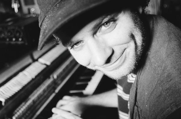 Mac DeMarco: Sam twierdzi, że jego muzyka to jizz-jazz i cokolwiek to znaczy, jest w tym pełno niewymuszonego luzu, słońca i humoru.