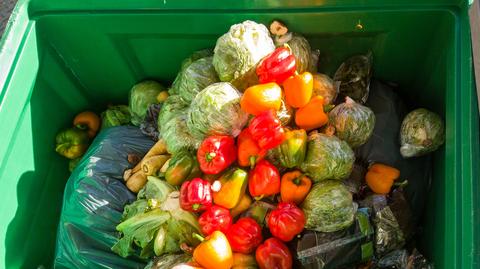 W 2018 r. do wyrzucania żywności przyznało się 42 proc. Polaków - podał PIE.