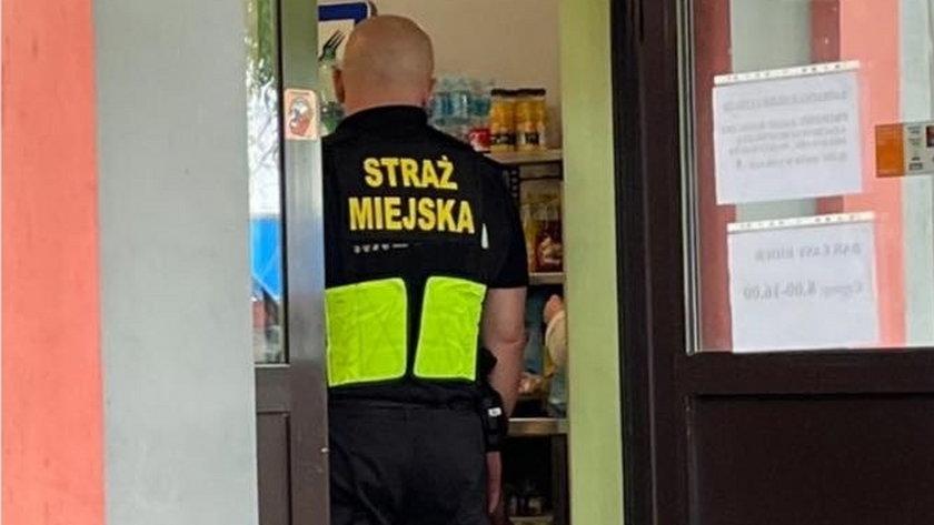 Gliwice. Strażnicy miejscy w barze bez maseczek ochronnych