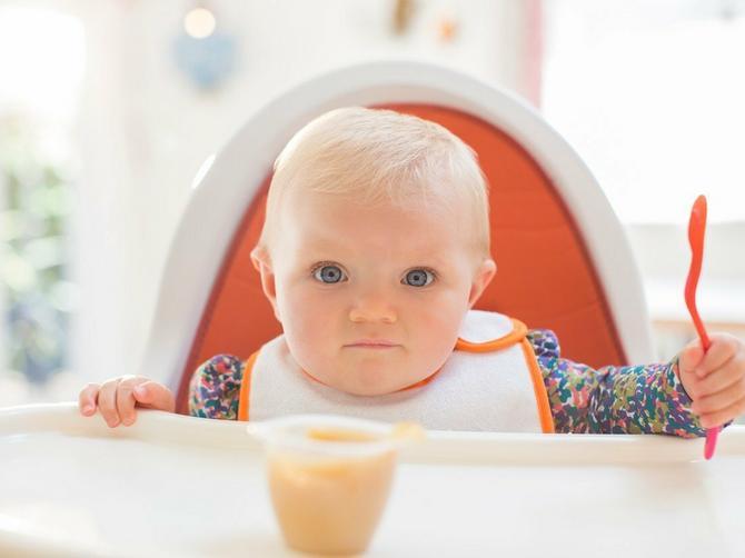 Kako se hrani beba od 9. do 12. meseca? Probajte ZDRAVE DOMAĆE RECEPTE prema preporuci stručnjaka odlikovanog Ordenom Reda britanske imperije