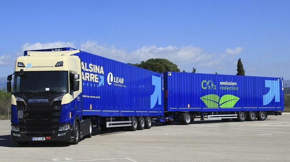 Scania 650S z dwiema naczepami. Fot. Calsina Carré