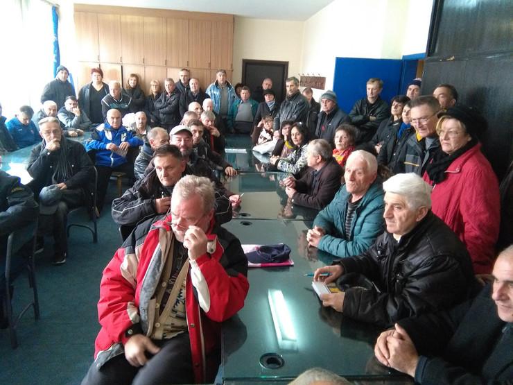 bivsi radnici 14.oktobra foto s.milenkovic