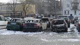 Spłonęły auta na parkingu strzeżonym na pl. Maxa Borna