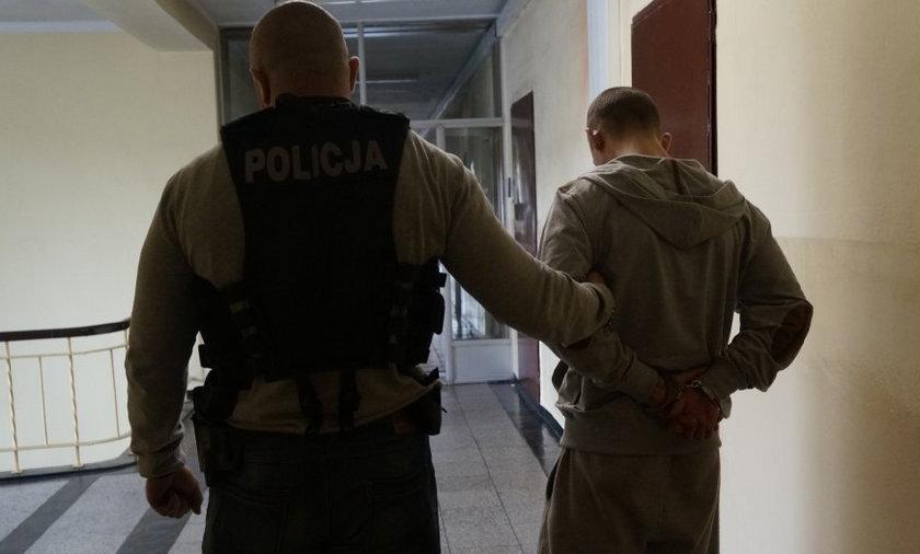 Brutalny mord w Piekarach: ogłuszali siekierą i związali