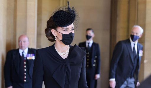 Księżna Kate pojawiła się na pogrzebie księcia Filipa z ozdobą, która ma szczególne znaczenie dla  rodziny królewskiej. Wcześniej nosiła ją księżna Diana