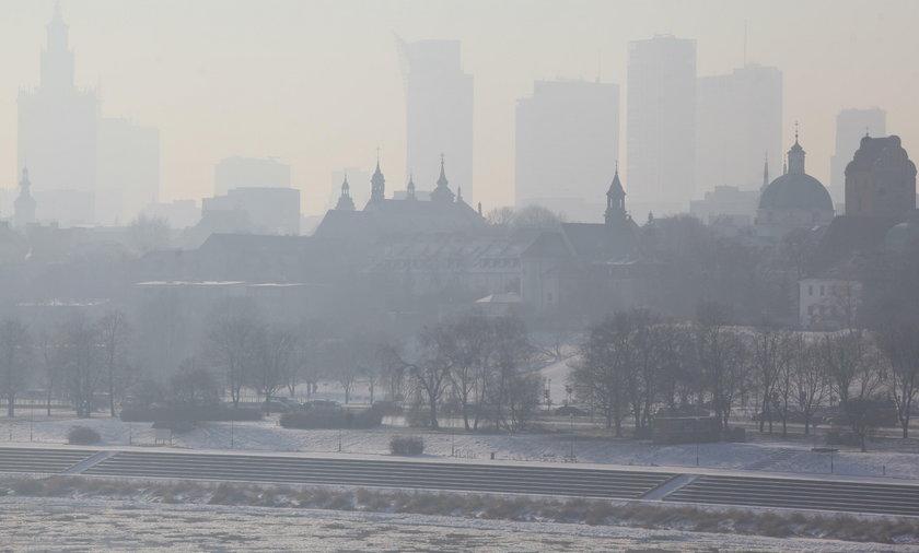 Styczeń 2017. Tak wyglądała Warszawa w czasie incydentu smogowego. Znacząco zwiększyła się wówczas liczba pacjentów