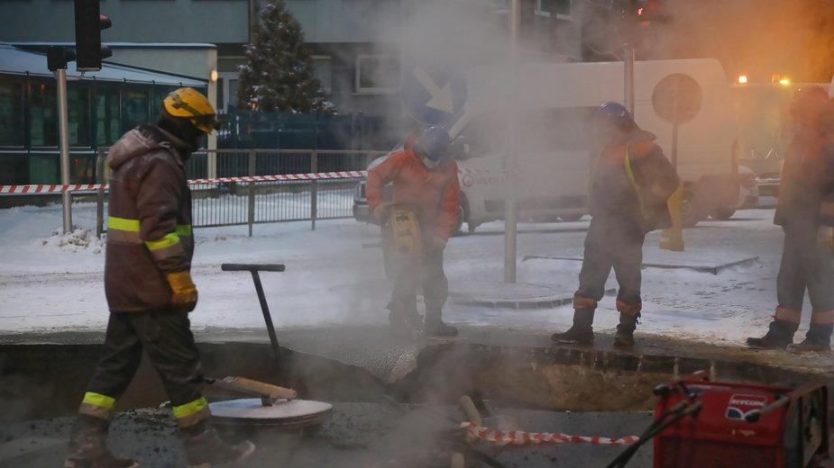 Jedna z awarii ciepłowniczych na Pradze (zdjęcie z soboty)