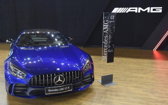 Mercedes AMG-GTR- 175.380 EVRA: I kod ovog modela dodatna oprema može da košta koliko i osnovna verzija, a prvi kupac ovog  lepotana je iz Bosne i Hercegovine