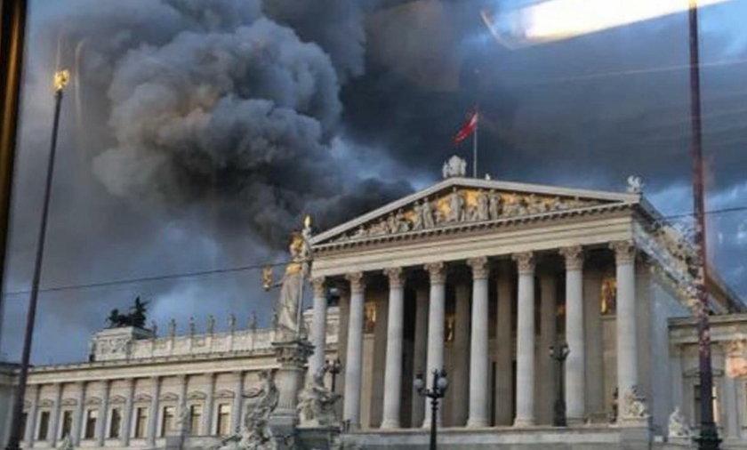Płonie budynek Parlamentu w Wiedniu