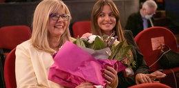 """Anna Lewandowska oklaskiwała mamę. W Teatrze Wielkim odbyła się premiera filmu """"Położna"""""""