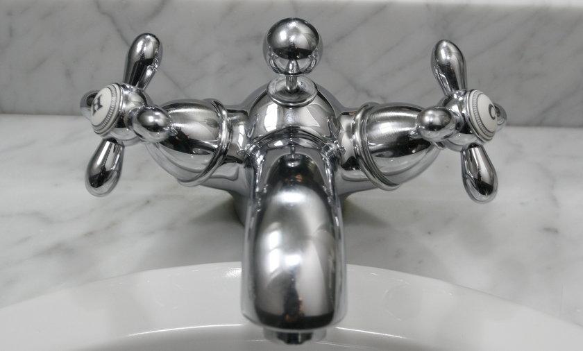 Najtańsze i skuteczne sposoby na sprzątanie łazienki