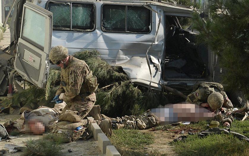 Koledzy próbowali uratować rannego żołnierza