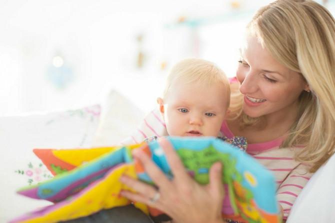 Deca treba da budu okružena slikovnicama od prve godine. Tako će dobiti odgovore na mnoga pitanja, razviće ljubav prema čitanju, maštu i osećaj za lepo