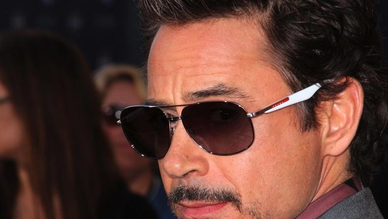 Robert Downey Jr., czyli filmowy Iron Man, może poszczycić się dochodem 80 milionów, co plasuje go na szczycie listy najlepiej zarabiających aktorów. Okrągłą sumę przyniósł mu udział w obrazach Marvela.