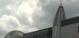 Brunetka bezcześci świątynie w Warszawie