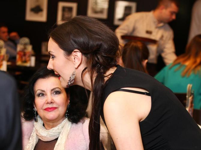 Poznate mama  i ćerka na istom mestu: Jedna ima 64, a druga 36 godina i obe su ZANOSNE!
