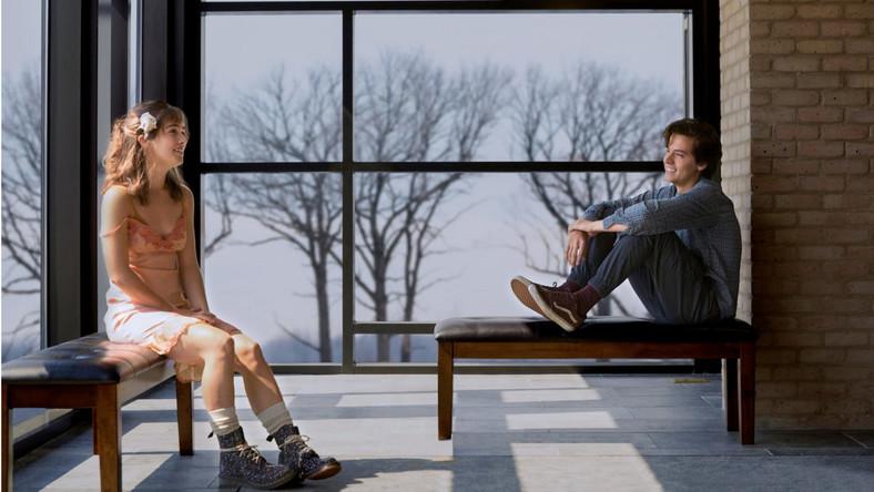 """Kadr z filmu """"Trzy kroki od siebie"""""""