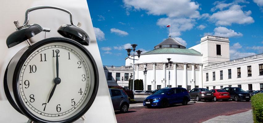 Koniec ze zmianą czasu w Polsce? Jeśli się uda, nie będziemy musieli przestawiać zegarków! Projekt już w Sejmie