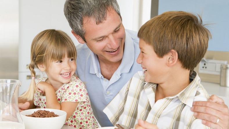 Nie każdy samotny rodzic ma prawo do specjalnego dodatku do zasiłku rodzinnego.