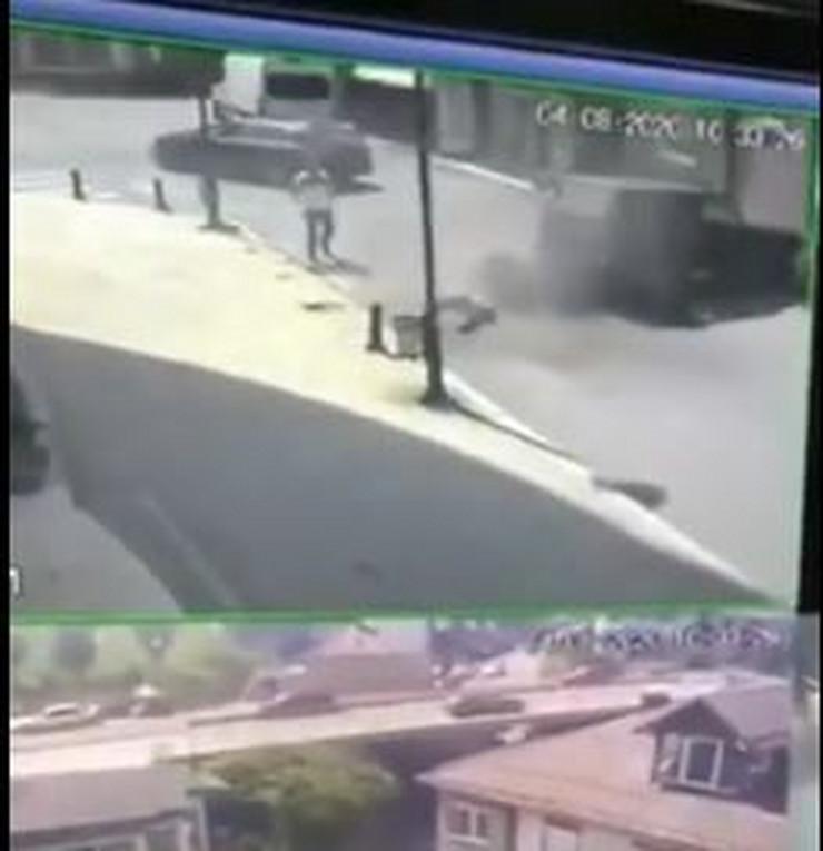 Automobilom udario tri muškarca