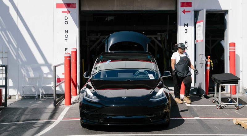Tesla could surge 48% in a bull-case scenario with more than 1 million car deliveries by 2022, Wedbush says
