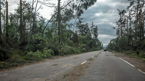 Nawałnica, która przeszła nad Pomorzem w nocy z piątku na sobotę, największe zniszczenia spowodowała w powiecie chojnickim (na zdjęciu)