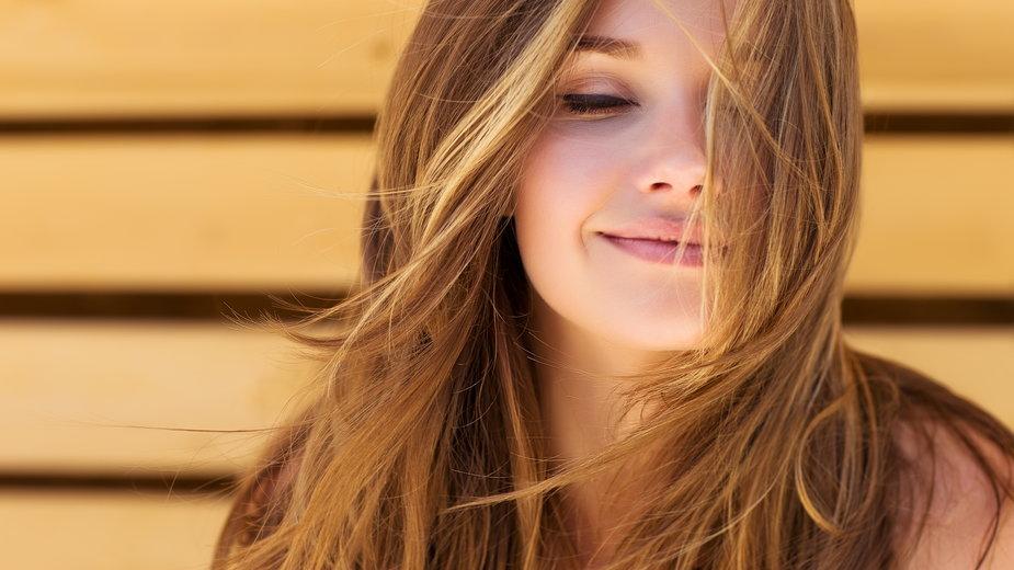 Domowe sposoby na naturalnie zdrowe i piękne włosy
