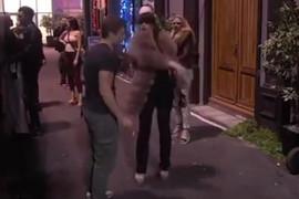 HVATAO JE ZA ZADNJICU A onda mu je Miljana Kulić opalila nekoliko šamara, OBEZBEĐENJE REAGOVALO