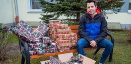 Pomógł wdowie i obdarował prezentami dzieci