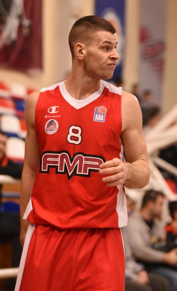 Dragan Apić u periodu dok je nosio dres FMP-a