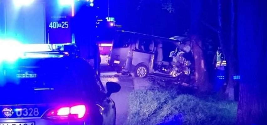 Wypadek busa. Poszkodowanych jest aż siedem osób. Wszyscy ranni to rodzina!