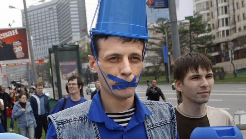 W Rosji polują na niebieskie wiaderka