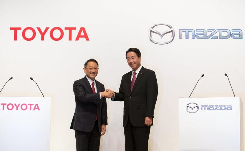 Akio Toyoda, prezydent Toyoty oraz szef Mazdy Masamichi Kogai