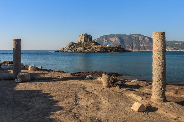 Wysepka Kastri. Widać ją z brzegu Kos